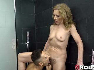 Granny Viol with small tits gets fucked doggystyle after pussy licking