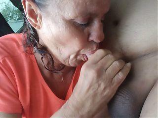 Granny prostitute(velhinha ganhado dinheiro digno mamando)